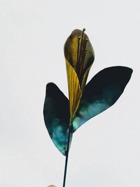 Calla lily - Garden sculpture - metal flower garden stake - garden flower stake - garden gift girl - recycled garden decor - calla lily gift
