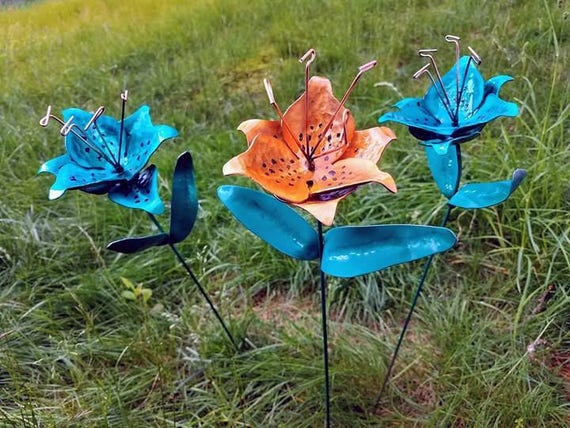 Tiger lily metal garden stakes (set of 3)