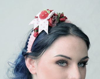 Couture fascinator 'STRAWBERRY FIELDS'