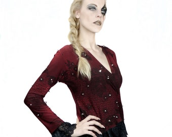 LaDolce - Womens long sleeved top made of wine-red with black lace pattern fabric, black lace sleeve trim and decorated with metal studs