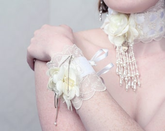 "Couture Wrist corsage ""KEY 2 MY HEART"""