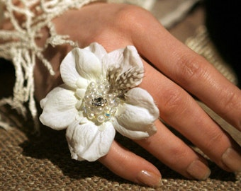 BRIGHT - Flower Ring, perfect for Wedding, Burlesque, Beach Party, Prom, My Sweet Sixteen, Drag Queen, Red Carpet, Showbizz