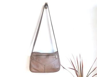 Taupe Leather Crossbody Purse / Vintage Leather Shoulder Bag / Genuine Leather Handbag / 1970s Crossbody Purse