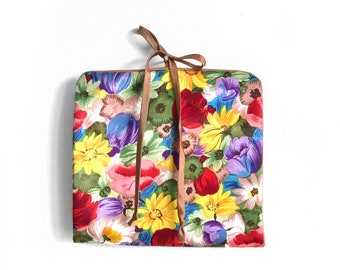 Vintage Bold Floral Organizer / Retro Floral Travel Purse / Jewelry Roll