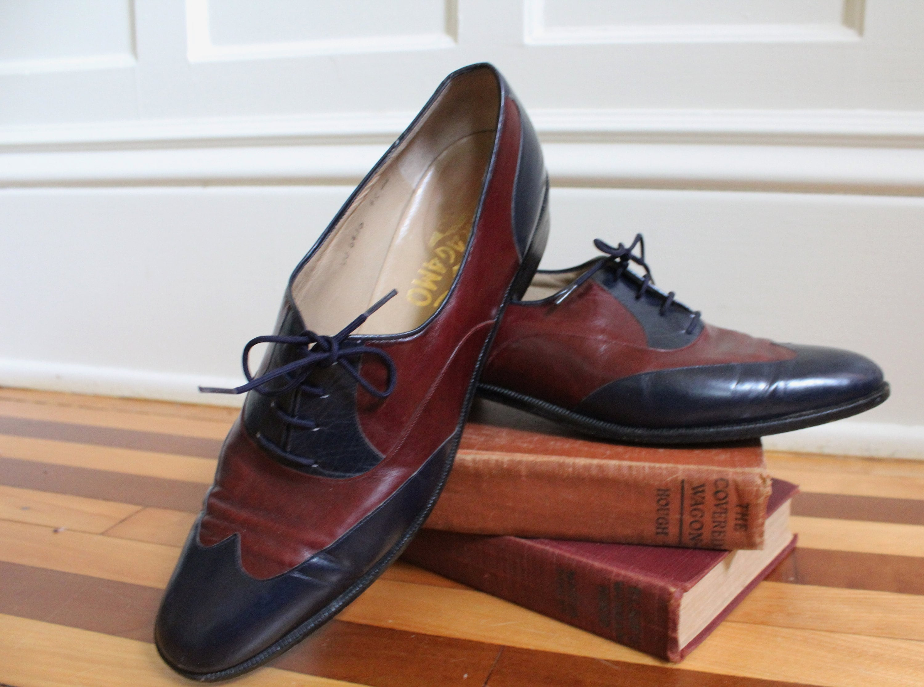Vintage Ferragamo Colorblock Navy & Oxblood Burgundy Leather Flat Tie Up Saddle Shoe Flat Leather Oxfords Women's Size 6.5 7 7.5 AA Narrow Made in Italy ac4f64