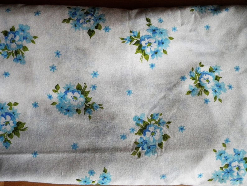 Vintage Twin Flat Grant/'s Home Bed Sheet Floral Blue and Green on White Lace Trim Bed Linens Bedroom Muslin Groovy Fabric Retro Curtain