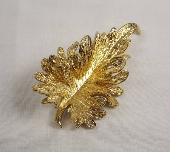 NETTIE ROSENSTEIN Large Curly Leaf Brooch