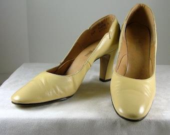 NEIMAN-MARCUS Yellow Leather Pumps Heels Size 7.5 N 7-1/2 Narrow
