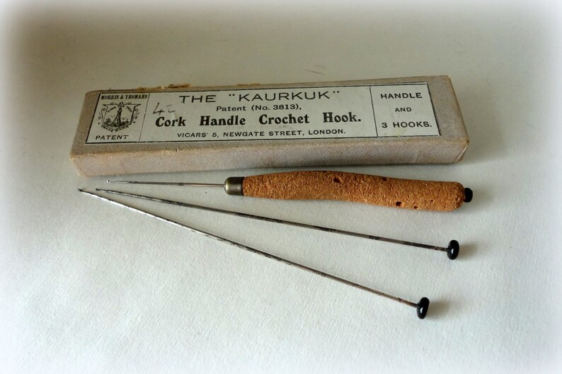Antique The KAURKUK Cork Handle Crochet Hook MORRIS /& YEOMANS Patent 3813 3 Steel Wire Needle Glass Top Brass Tip Made England Original Box