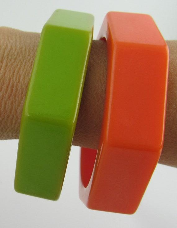 8bed193b5c34 Un Vintage bakélite Orange lumineux bracelet Bracelet de forme   Etsy