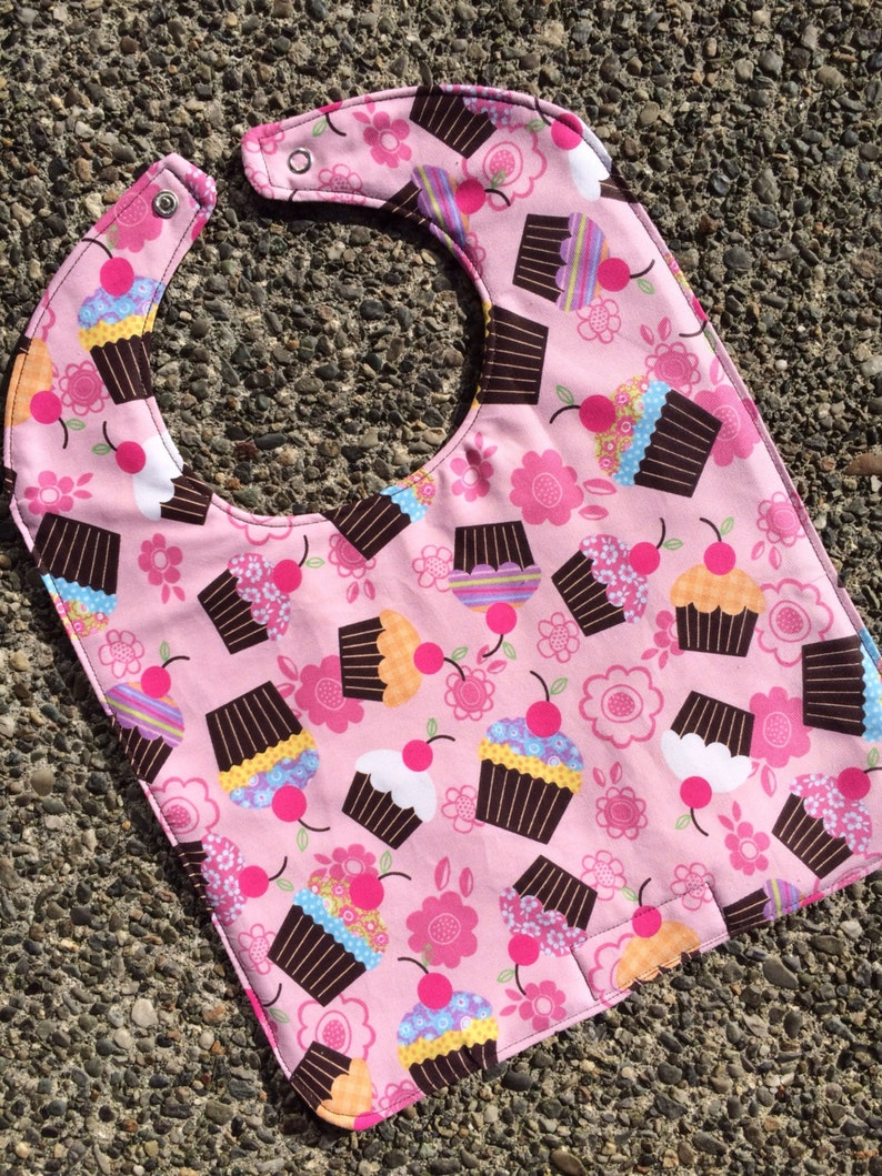 NEWBORN / INFANT Bib: Cupcakes and Flowers Personalization image 0