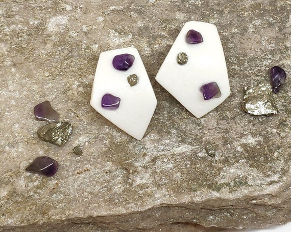 amethyst and porcelaine earrings Fragment