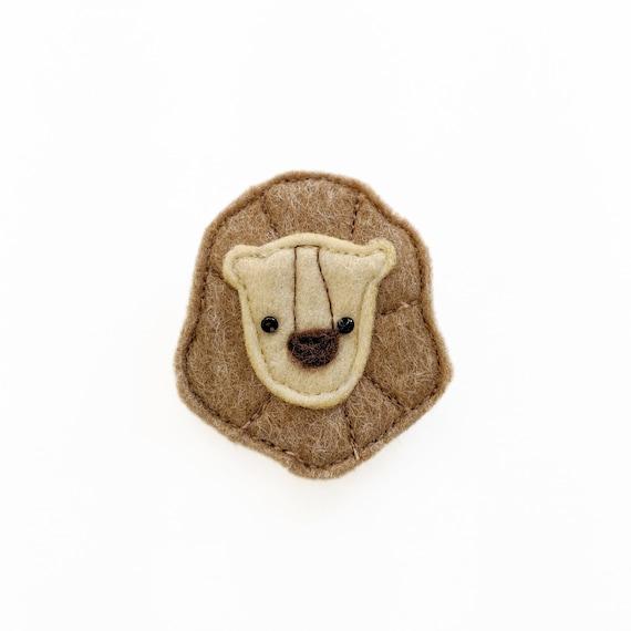 cute little  lion brooch