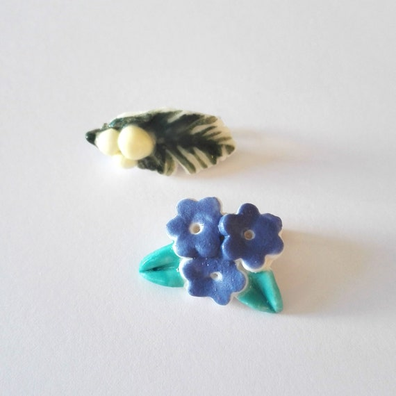 Porcelain Myosotis or Mimosa little brooch
