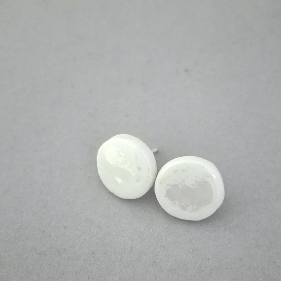Little round stud earrings iridescent and cracked porcelain