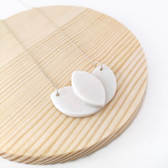 "The "" lotus "" necklace : porcelain enamelled jewelry"