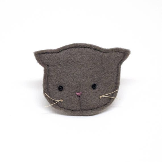 brown cat brooch