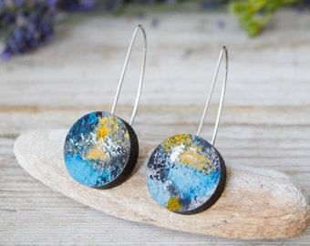 Earth Wooden pendant earrings, space galaxy jewelry, gift for space lovers, earth dangle earring, wood minimal jewels, Altrosguardo