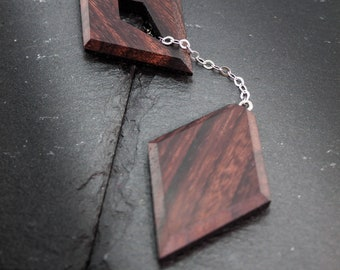 Geometric wood necklace, minimalist design with adjustable pendant, in rosewood and hypoallergenic steel chain, for men and women
