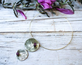 Gold choker handmade necklace for woman, shiny hammered brass and geometric wood, minimal necklace, gift for girl, bridesmaid