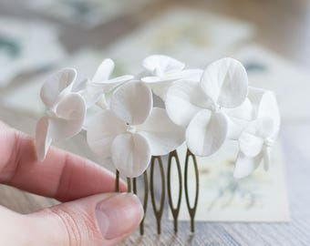 White hydrangea hair comb - flower hair comb - garden flowers hairpiece - flowers for hair - bridal flower comb - wedding hair flower