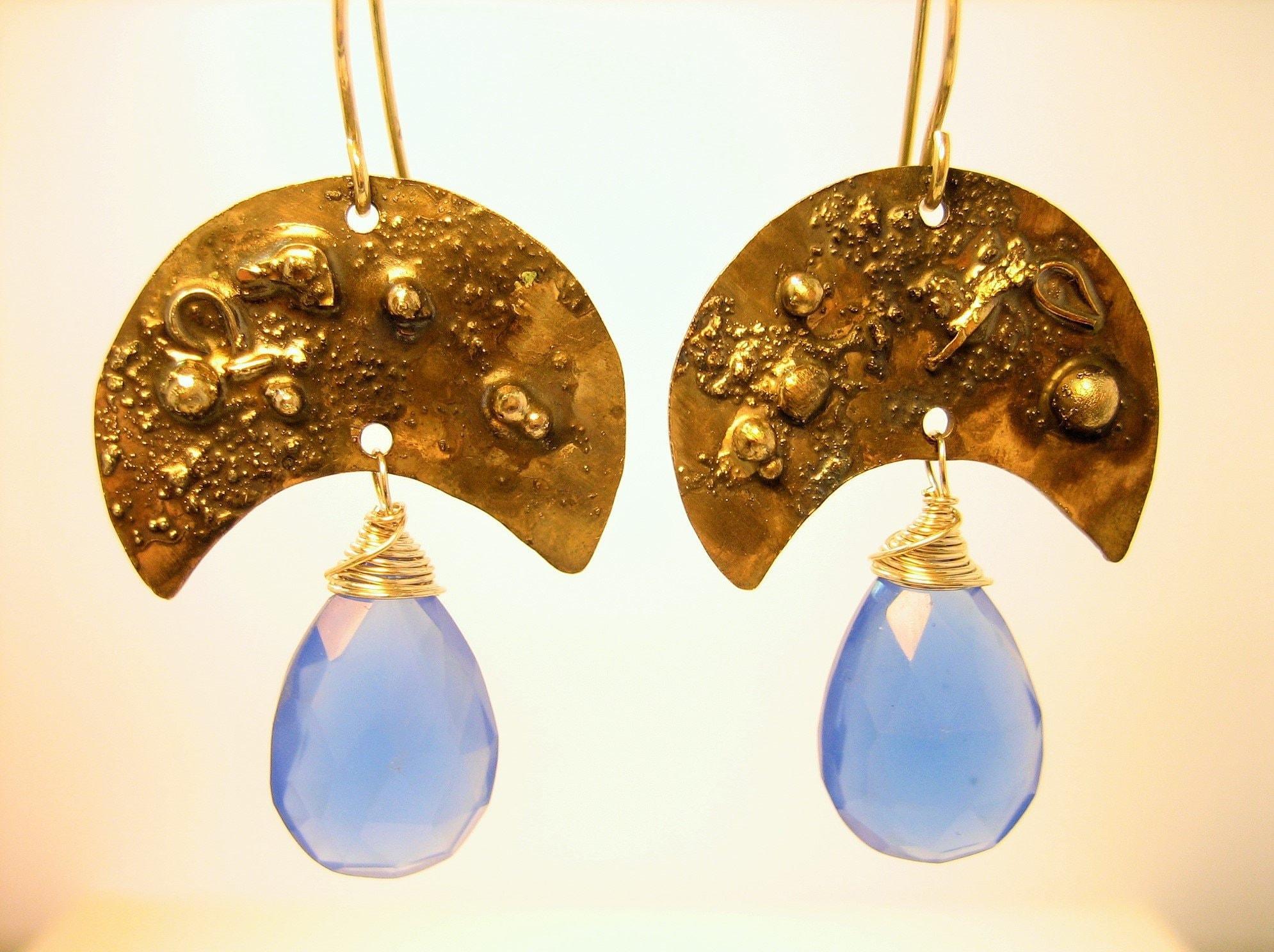 Oxidized silver and chalcedony earrings, texturized earrings, blackened moon artisan earrings, moon shaped rustic earrings