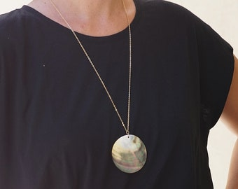 Black Mother of Pearl Disc Necklace, Abalone Shell Necklace, Large Shell Long Necklace, Round Pendant, Black Mother of pearl necklace