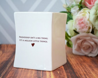 Friendship Gift, Best Friend Gift, Gift For Her -SHIPS FAST - Friendship Isn't a Big Thing It's a Million Little Things -Square Vase