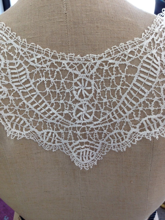 Cluny lace collar - image 2