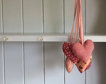 Hanging hearts garland in patchwork prints / fabric hearts decoration for vintage style cottage chic decor
