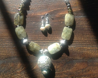 Labradorite, silver,pearls and pendant with earrings set