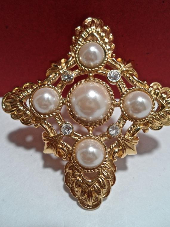 Avon Victorian Revival Pretty Pink Cabochon /& Faux Pearls Vintage Pendant Necklace