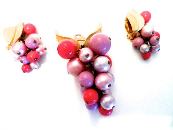 Vintage 1950s Amerique Grape Cluster Pendant Brooc