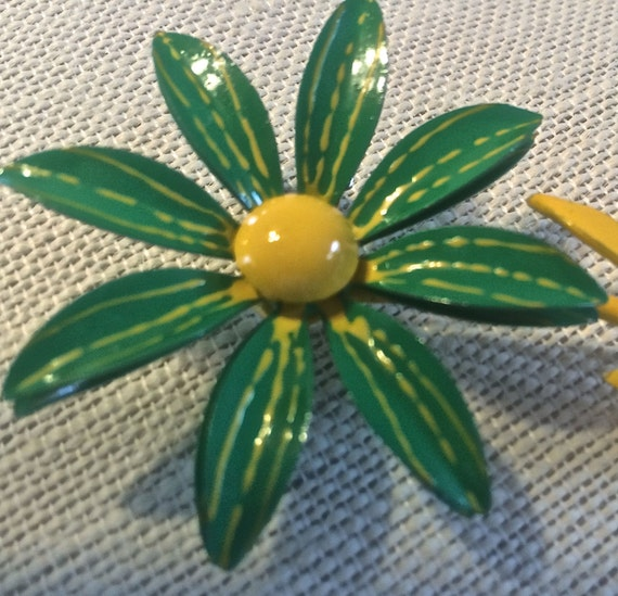 Enamel Flower Pin Vintage 1960s Daisy 2 12 Inches