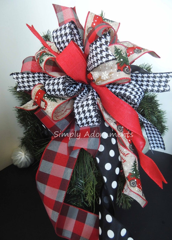 Buffalo Check Christmas Wreath.Red Truck Buffalo Check Wreath Bows Farmhouse Red Black