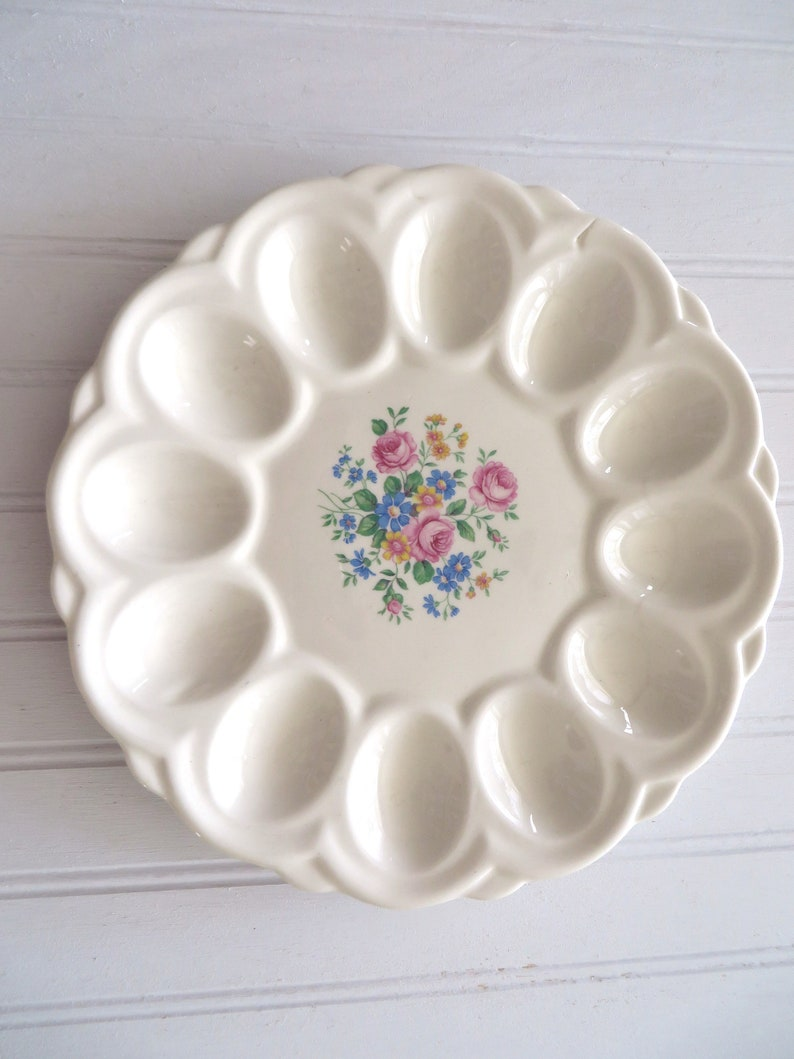 Vintage Egg Plate Granny Chic Cheerful Flower Pattern image 0