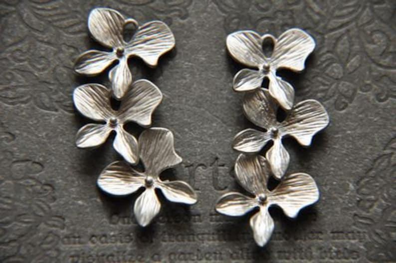 Flower Connector Flower Brass Pendant 4 pcs vintage style raw brass plating matt silver   flower connector   pendant finding
