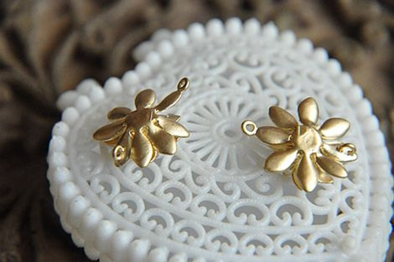 6pcs gold-plated brass three flowers connector Flower Brass Pendant Flower Connector