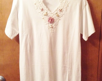 V neck T shirt with embellishments.