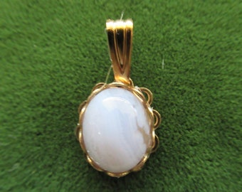 """1359 - 3/4"""" x 3/8"""" Vintage Setting 1980's OS Natural Blue and White Lace Agate with Hamilton Gold Plated Oval Pendant"""