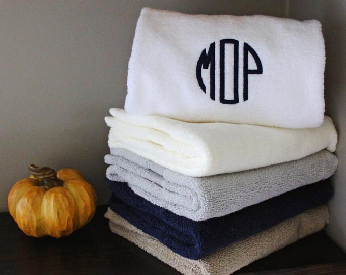 Monogrammed Bath Towel Set, Personalized Bath Towels, Housewarming Gifts, Monogrammed Gifts, Wedding Gifts, Grad Gifts, Set of 2 Bath Towels