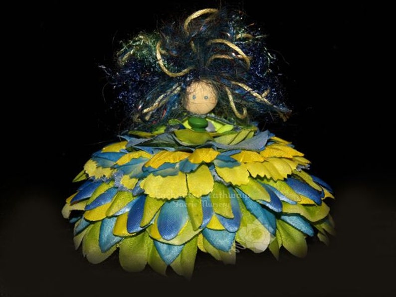 Qamra the Flower Petal Faerie Fairy OOAK image 0