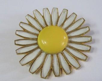 Weiss Daisy Pin Brooch 1960's