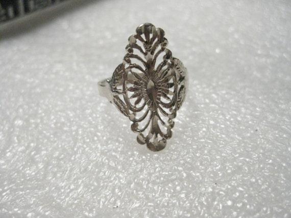 Vintage Sterling Silver Diamond-Cut Filigree Curved Ring, Dainty, sz. 7, 2.24 grams - VERY NICE