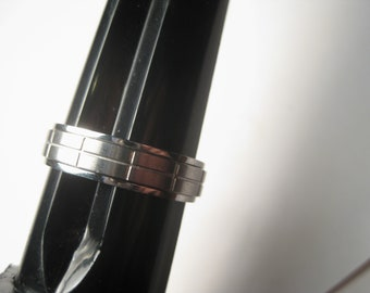 Men's Stainless Spinner Wedding Band, Ridged, Sz. 16, 7.5mm wide