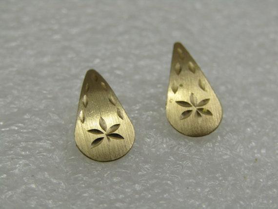 14kt Gold Diamond Cut Teardrop Earrings, Pierced