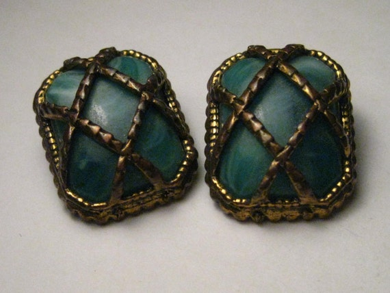 """Vintage Brassy Gold Tone Green Variegated Glass Clip Earrings, 1940's, 1"""""""