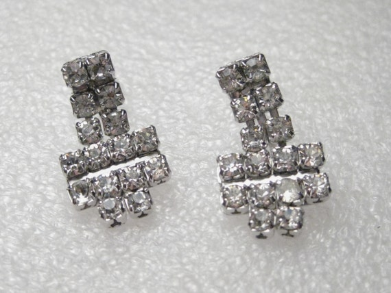 Vintage  Silver Tone Rhinestone  Dangle Screw  Back Earrings 6, horizontal rows, Art Deco Style