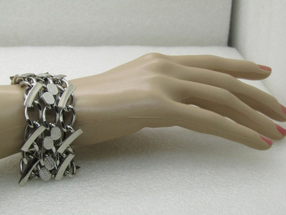 "Vintage 1960's Wide Chain Bracelet, 7.5"", Curved & Textured Accents"