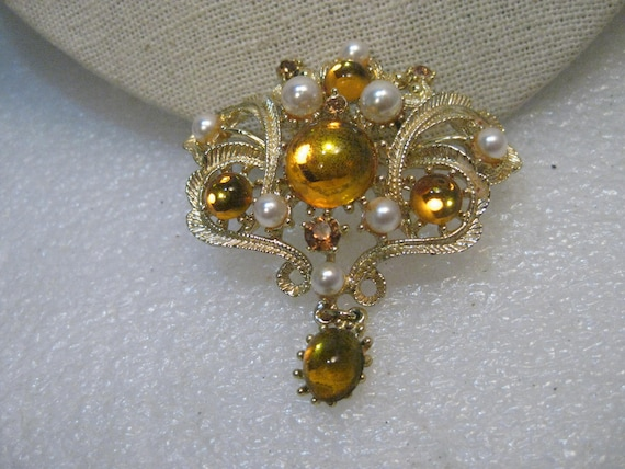"""Vintage Faux Pearl/Amber Brooch, Dangle, Gold Tone Victorian Themed, 2.25"""" long"""